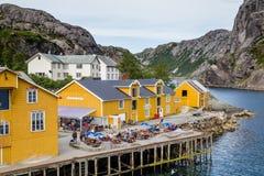 NUSFJORD,芬兰- 2016年7月30日:渔村Nusfjord 库存图片