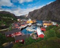 Nusfjord som fiskar Villange i Norge Arkivfoto