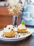 Nutella-Plätzchenschalen-Eiscremepanda auf Schokolade Stockfoto