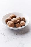 Nutmeg i liten behållare Arkivbilder