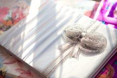 Nutowa książka dla życzliwych poślubiać Zdjęcia Stock