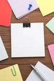 Nutowy papier i biurowi akcesoria Fotografia Royalty Free
