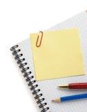 Nutowy papier i notatnik na bielu Zdjęcia Royalty Free
