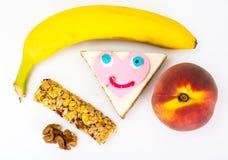 Nutrição saudável O alimento das crianças, almoços escolares Cereais, porcas fotos de stock