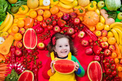 Nutrición sana de la fruta y verdura para los niños foto de archivo