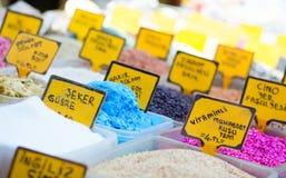 Nutrimentos y fertilizantes en el mercado Imagenes de archivo