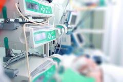Nutrition parentérale aux patients en critique malades Photo stock