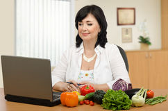Nutritionist in front of monitor Royalty Free Stock Image