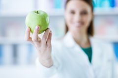 Nutritionist holding an apple Royalty Free Stock Photos