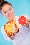 Nutritionist holding a cake and fruit Royalty Free Stock Images