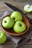 Nutritious green apple in a clay bowl Royalty Free Stock Photos