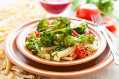 Nutritious pasta with roasted vegetarian vegetables Royalty Free Stock Photography