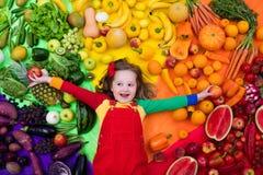 Nutrizione sana della verdura e della frutta per i bambini Fotografia Stock Libera da Diritti