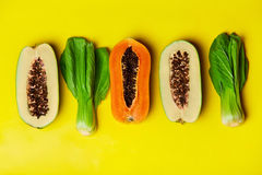 Nutrizione vegetariana sana Frutti organici crudi, verdure Di Fotografia Stock Libera da Diritti