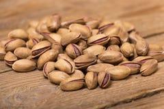 фисташка предпосылки близкая nuts вверх по белизне Стоковое Фото