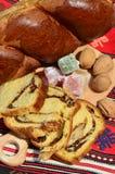 Nuts füllender Poundkuchen für Ostern oder Weihnachten Lizenzfreies Stockfoto