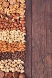 Nuts Hintergrund an der linken Seite Stockfotos