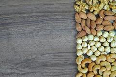 Nuts Hintergrund, Walnuss, Mandel, Haselnuss und Acajounüsse Stockfoto