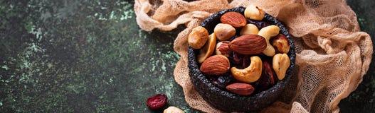 Nuts och torkad fruktmix arkivfoto