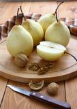 nuts pears Royaltyfri Fotografi