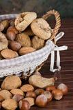 nuts torkade figs Arkivbilder