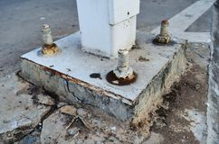 Nuts und Bolzen im Stahl und im alten Beton Stockbild