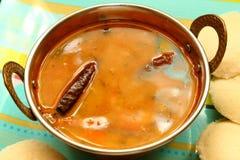 Nutteloos met sambar Iddli is een traditioneel ontbijt van zijn Zuiden Indische huishoudens, een zeer populaire smakelijke schote Royalty-vrije Stock Afbeeldingen