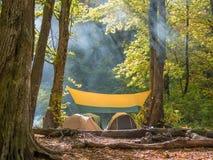 Nuttige rust in tenten in de wildernis Stock Fotografie