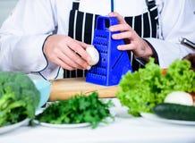 Nuttige technologie Het op dieet zijn en natuurvoeding, vitamine Het gezonde voedsel koken mensenkok in culinaire keuken, vegetar royalty-vrije stock foto