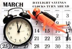 Nutzung des Tageslichtss-Frühling Vorwärts-Sonntag an 1:00 a M Stockfoto