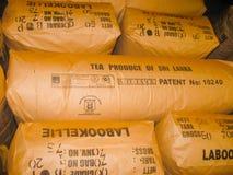Nuvara Eliya, Sri Lanla - 03 Mei, 2009: De zakken met theebladgewas op Mackwoods Beperkte PVT-fabriek Royalty-vrije Stock Fotografie