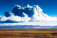 Nuvem acima de Dagze Co Imagens de Stock