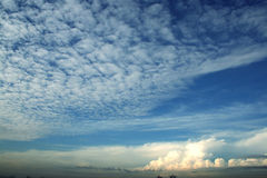 Nuvem & céu azul Fotos de Stock Royalty Free