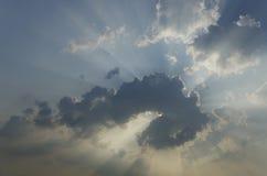 Nuvem bonita com raios do sol Fotos de Stock