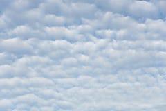 Nuvem bonita no céu azul no verão Fotos de Stock