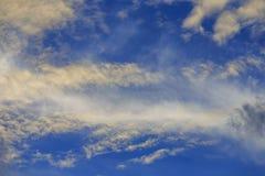Nuvem branca e escura Imagens de Stock