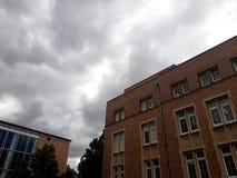 A nuvem cobriu o céu fotos de stock