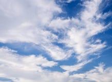 Nuvem com fundo da natureza de Cloudscape do céu azul Imagens de Stock Royalty Free