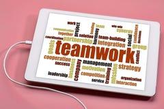 Nuvem da palavra dos trabalhos de equipa na tabuleta Imagem de Stock Royalty Free