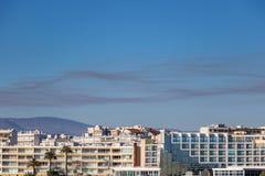 A nuvem da poluição devido a um fogo sobre les de Antibes Juan fixa França imagem de stock