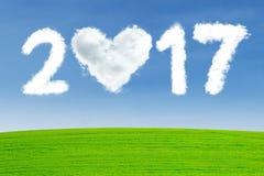 Nuvem dada forma do coração com número 2017 Imagens de Stock Royalty Free