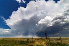 Nuvem de cúmulo-nimbo do temporal com saraiva Fotos de Stock