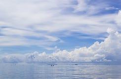 Nuvem do céu do Seascape e do bule Imagem de Stock