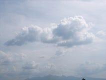 Nuvem e céu azul Fotos de Stock Royalty Free