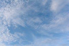 Nuvem e céu azul para o fundo Fotos de Stock