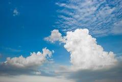Nuvem e céu claro Fotos de Stock Royalty Free