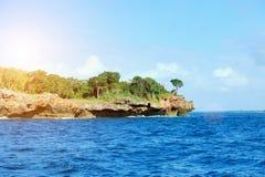 Nuvem e ilhas do céu do mar Imagem de Stock Royalty Free