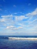 Nuvem e mar do céu azul Imagem de Stock Royalty Free