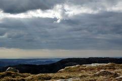 Nuvem e montanha Fotos de Stock