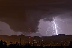 Nuvem e relâmpago sinistros Imagem de Stock